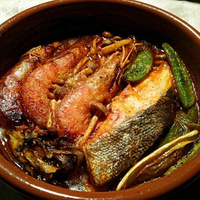 SnapDishに投稿されたquitaさんの料理「Bacalao y gambas en el jugo de tomate por cazuera スペインの土鍋カスエラで調理した鱈とエビ 野菜の煮込み (ID:CjXfDa)」です。「スペインのサルスエラを作るつもりが断念して簡単な料理に」el Bacalao gambas