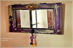 Espejo vintage con una antigua ventana