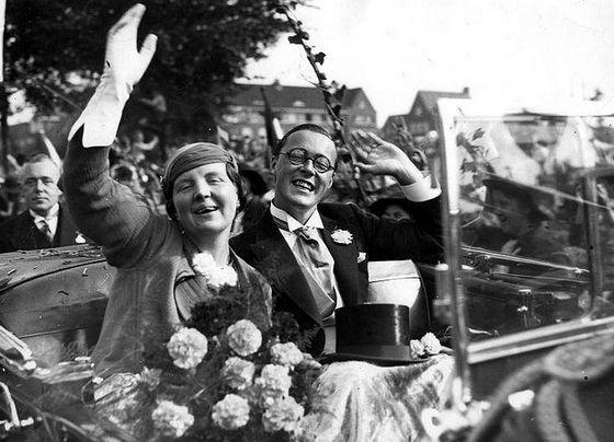 8 september 1936 ♦ Prinses Juliana en prins Bernhard verloven zich.