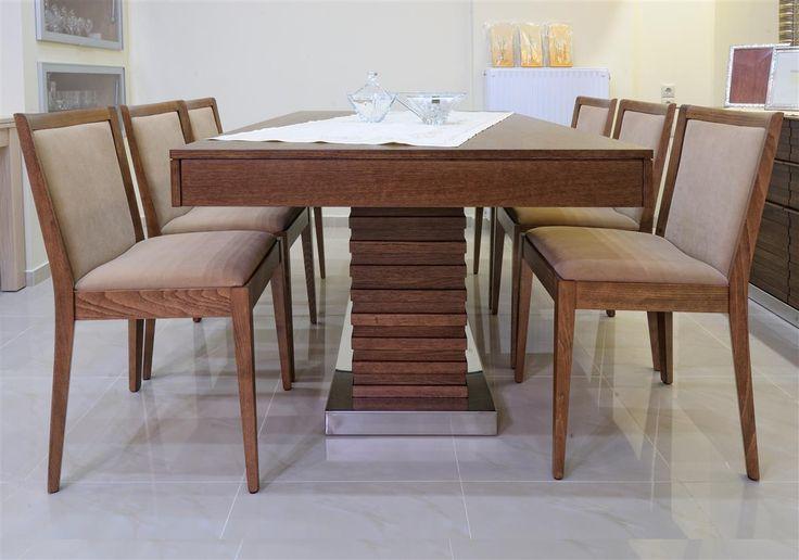 Τραπέζι με κορμό από δρύινα πηχάκια και βάση από inox.