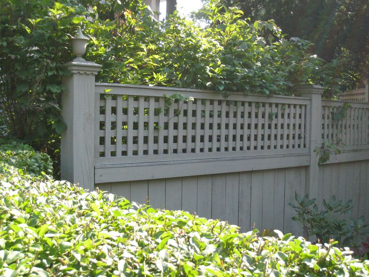 How to install lattice fence topper woodworking projects for Lattice garden fence designs