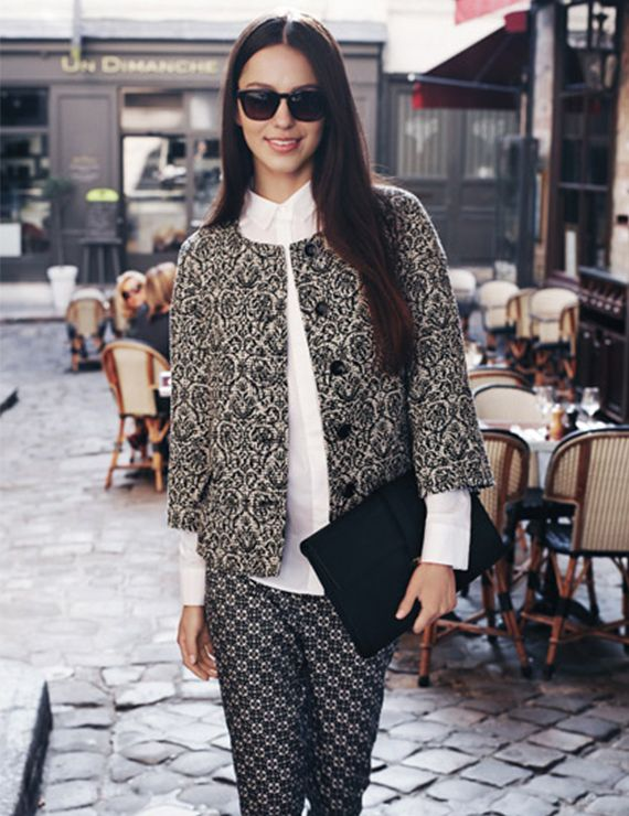 SMART BLACK: This spring, Black &White timeless elegance plays with contrasts! Easy-chic jackets are worn with graphic print trousers, while fresh dresses in georgette match perfectly with elegant accessories. This is the style for the sophisticated woman who loves to look flawless all day long.