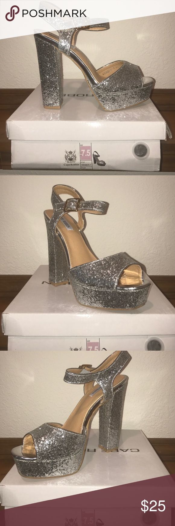 BRAND NEW SILVER HEEL☑️☑️ Never worn, brand new, silver Chunky Heel with glitter sparkle all over, very sexy Cape Robbin Shoes Heels