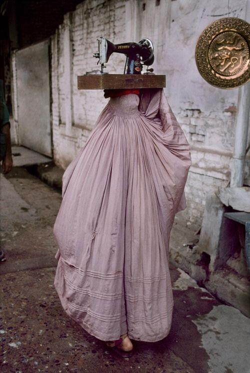 pakizah: Peshawar, Pakistan Steve McCurry