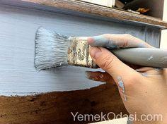 Mobilya Nasıl Boyanır? Ahşap mobilya boyama eski ve görmekten sıkıldığınız mobilyalara yeni bir hayat vermek için bir yoldur. Mobilya boyamak için yeteneğe değil sadece biraz zamana yada boş bir hafta sonuna ihtiyacınız var. Mobilya nasıl boyanır? Hep beraber öğrenelim isterseniz. 1. Boyama Öncesi Hazırlık Aşaması ... http://www.yemekodasi.com/mobilya-nasil-boyanir/