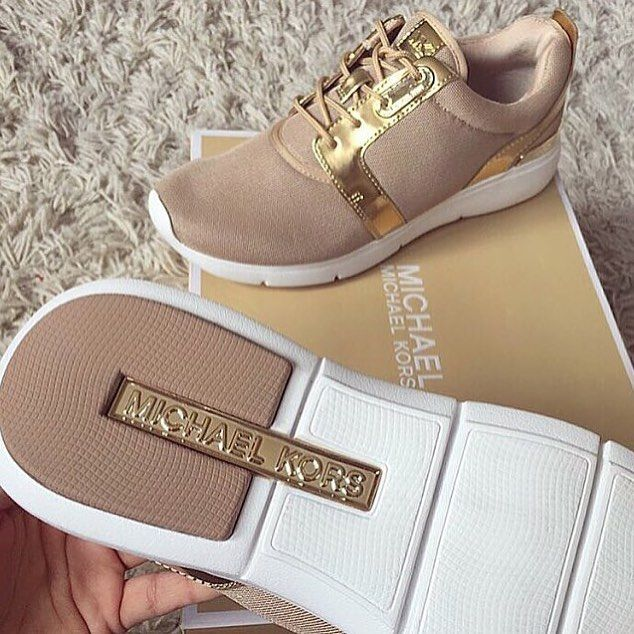 25 best ideas about michael kors shoes on pinterest michael kors heels michael kors and. Black Bedroom Furniture Sets. Home Design Ideas