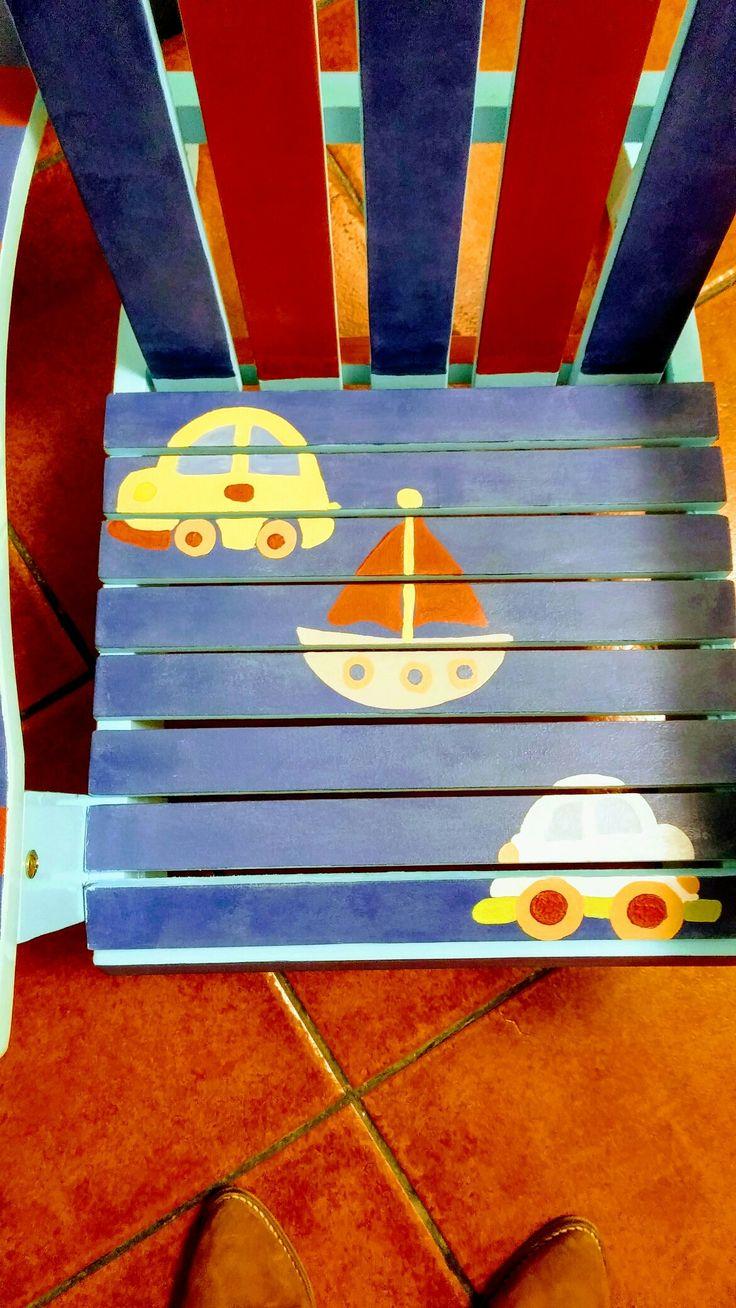 Cadeira de criança, reciclada,   pintada com tintas chalk paint.