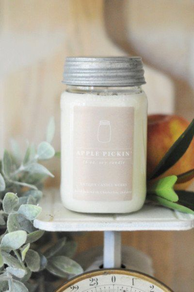 Our large mason jar candle adds a desirable modern farmhouse touch to any home. This candle is topped with a galvanized lid. Fragrance: The sweet smell of fresh