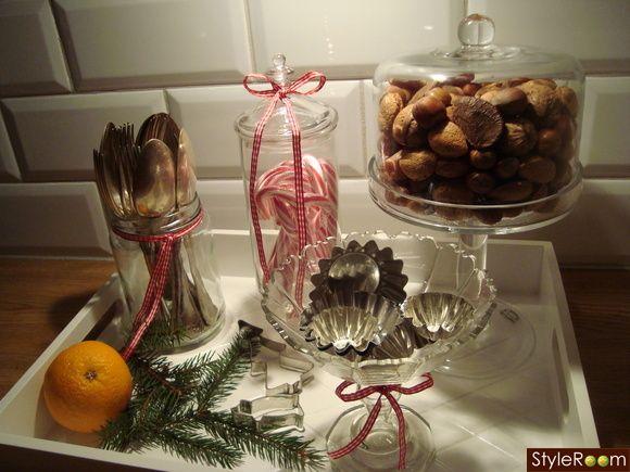 julpynt,apelsiner,kakformar,nötter
