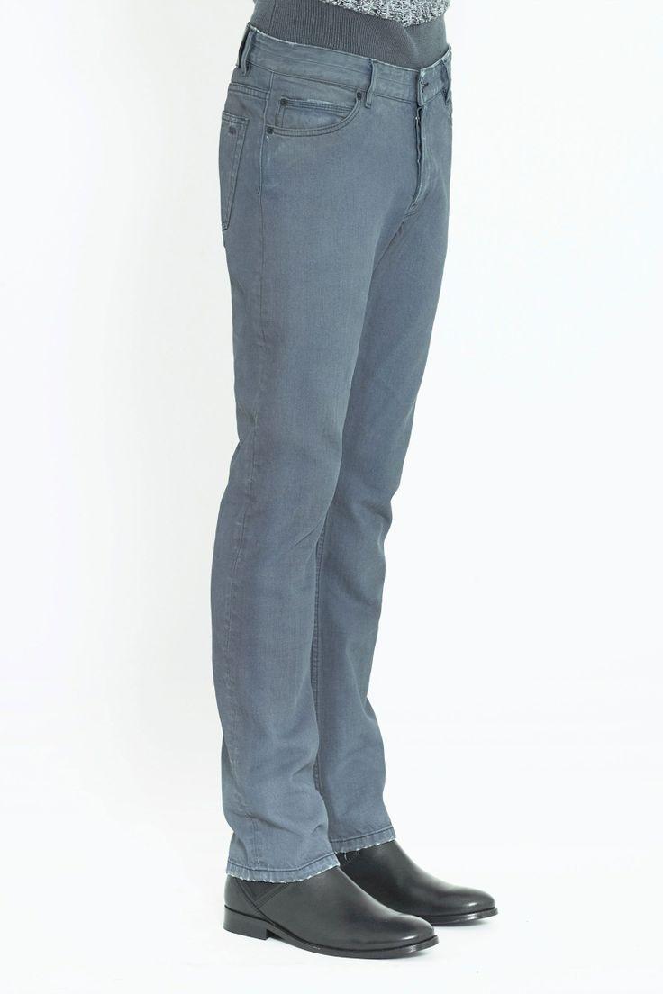 $210 / Surface to Air / MAW13-JRE-32-7: Regular Denim Blue Grey