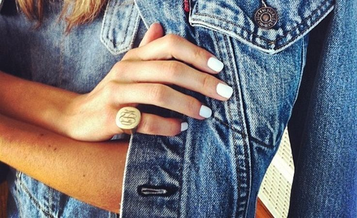 Λευκά νύχια τους καλοκαιρινούς μήνες | Jenny.gr