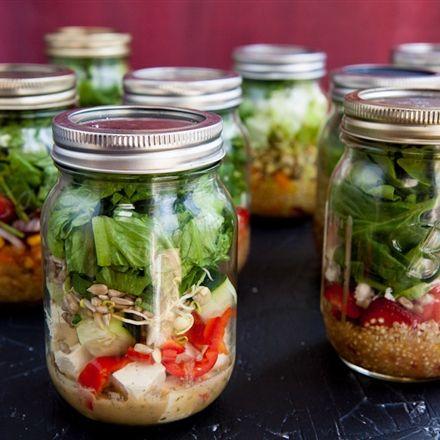 Salade en pot Mason Quelle bonne idée-Lire les 5 règles pour réussir une salade croustillante.  Nutritionnistes NutriSimple