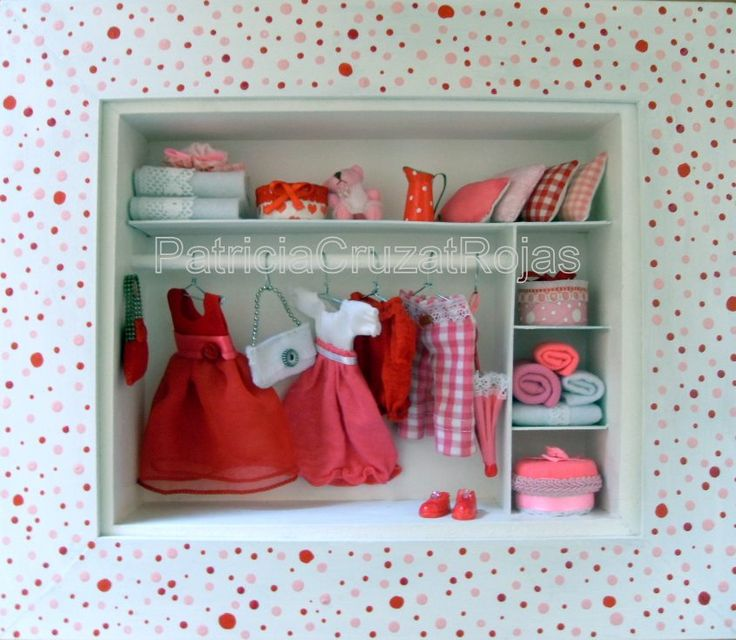 Cuadro Ropero full con miniaturas. Rojo, Rosa y Blanco.