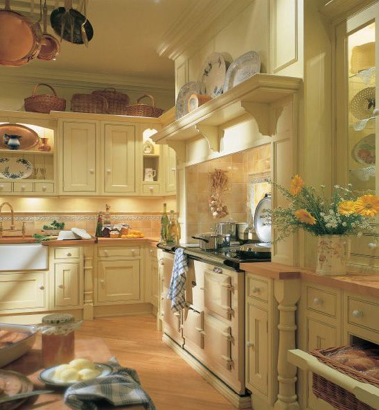 English Cottage Kitchen Designs: Clive Christian Edwardian Kitchen In Yellow