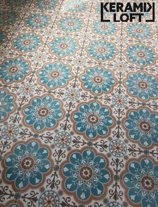 Die besten 25 historische fliesen ideen auf pinterest blau jugendstil wallpaper und - Tapete orientalisch blau ...