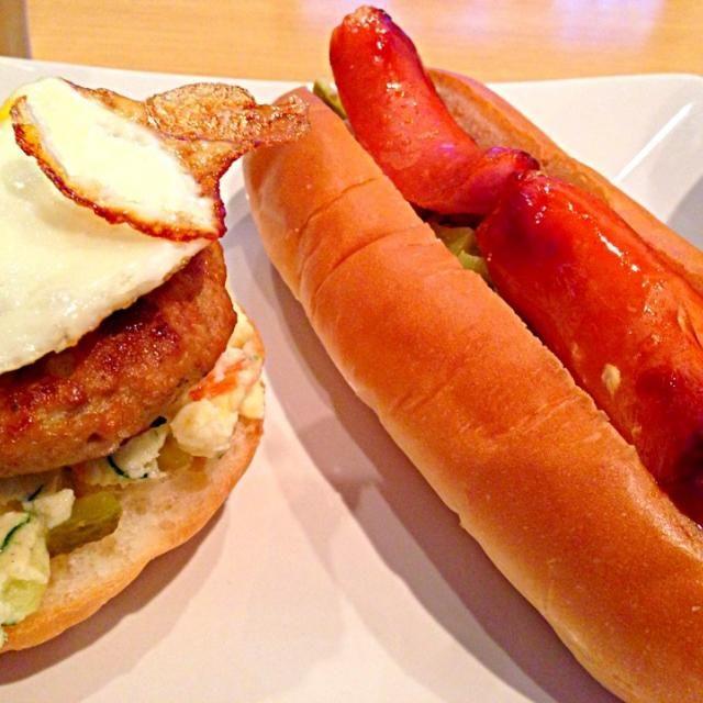 昨日の残りのポテトサラダと豆腐ハンバーグ、目玉焼きをのせ、ソース・マヨネーズでハンバーガー☆ - 5件のもぐもぐ - 【朝ごはん】豆腐ハンバーガーとホットドッグ by rinruru810