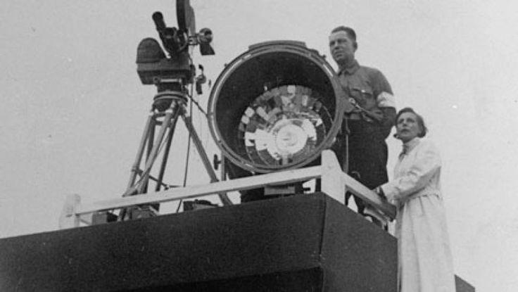 Regizorul australian Phillipe Mora a descoperit, în timp ce pregătea un film documentar despre cum a fost filmată Germania nazistă, două filme 3D de câte 30 de minute realizate de propagandiştii nazişti în 1936, susţine cotidianul britanic The Guardian.