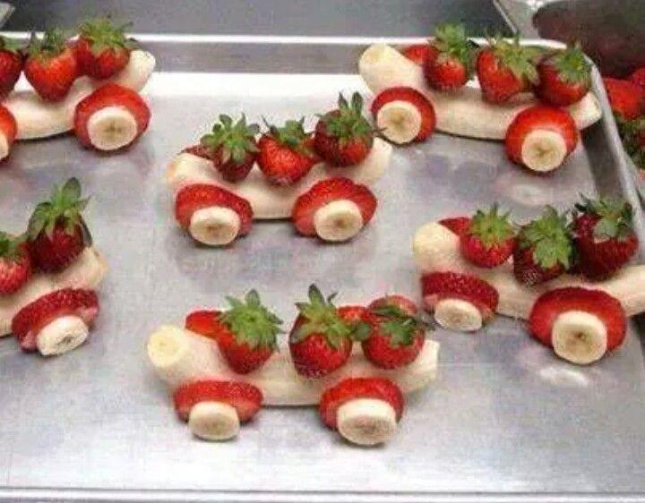 Sjov og anderledes, smart til børne fødselsdag, sundt - fun food children's birthsday - banan/banana og jordbær/strawberry
