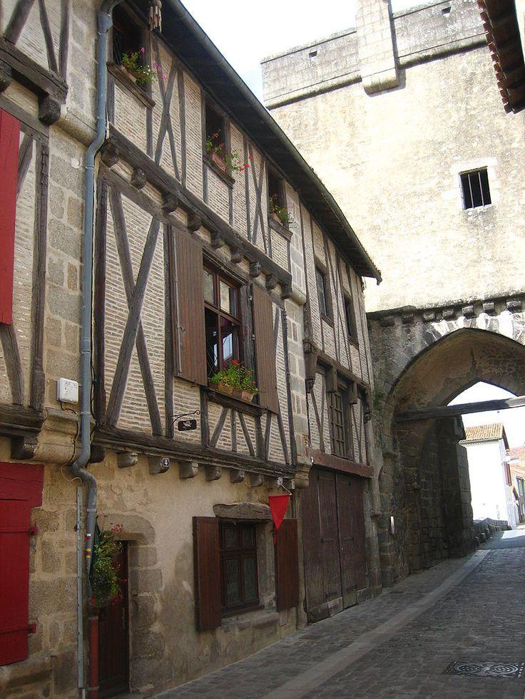 2-4 rue de la Vau-St-Jacques, Parthenay - Liste des monuments historiques des Deux-Sèvres — Wikipédia