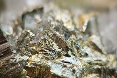 La pyrite de fer, est un sulfure de fer avec la formule chimique FeS2