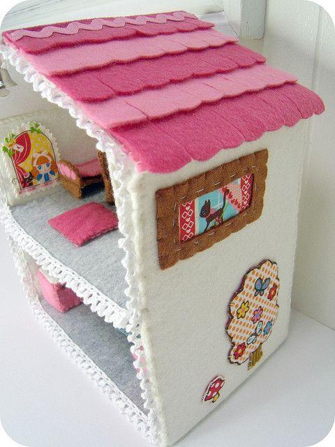 felt house by ivydesigns, via Flickr
