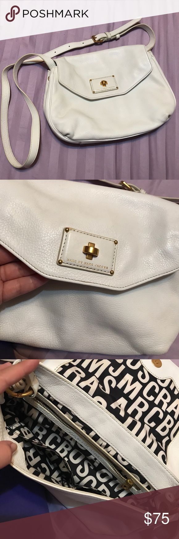 White Marc Jacobs Purse Snap closure. Adjustable shoulder strap. Hardly uses perfect condition! Marc Jacobs Bags