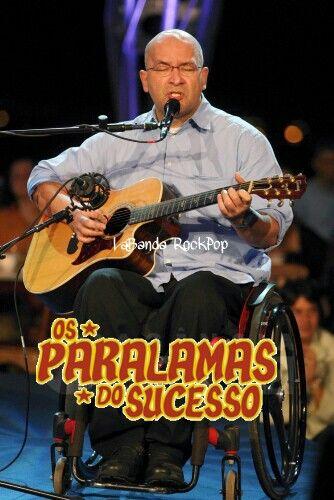 """El 04 de mayo de 1961 nacé Herbert Lemos de Sousa Vianna (João Pessoa, Brasil) es un vocalista, guitarrista y principal compositor de """"Os Paralamas do Sucesso"""", uno de los principales grupos del rock brasileño. Por ser hijo de militar, Herbert gustaba de pilotear helicópteros y aviones ultraligeros.  Es simpatizante del PT, habiendo escrito inclusive una canción de protesta llamada """"Luís Inácio (300 Picaretas)"""" , refiriéndose a Lula da Silva.  Herbert nació en João Pessoa, Paraíba, el día 4…"""