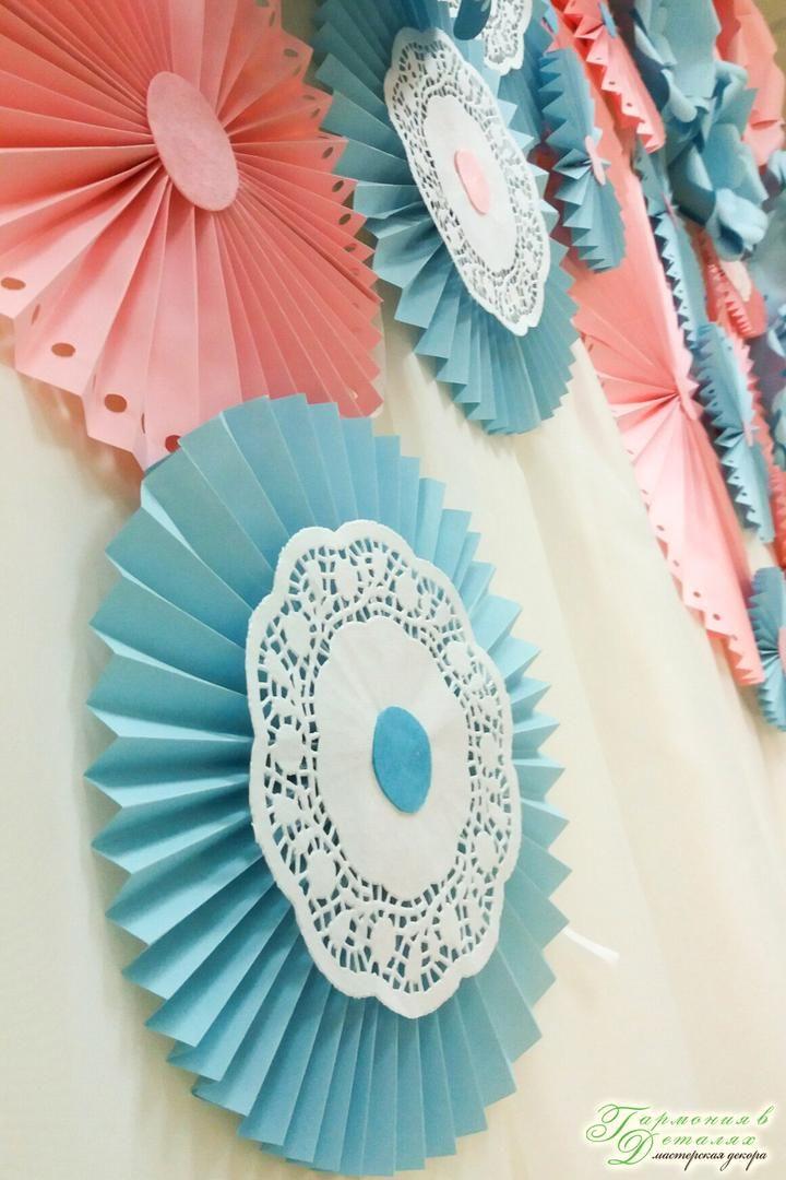 Бумажные украшения отлично подойдут для создания праздничного настроения. Разнообразные элементы декора из бумаги не оставят никого из гостей равнодушными. Так, к примеру, не многие знают, что простой веер из бумаги может стать отличным украшением для любого праздника, будь то свадьба, или день рождения, или тематическая вечеринка  #гармониявдеталях #гармония_в_деталях #гармоніявдеталях #harmony_decor #свадебныйдекорхмельницкий #свадьбахмельницкий #фотозонахмельницкий #фотозона…