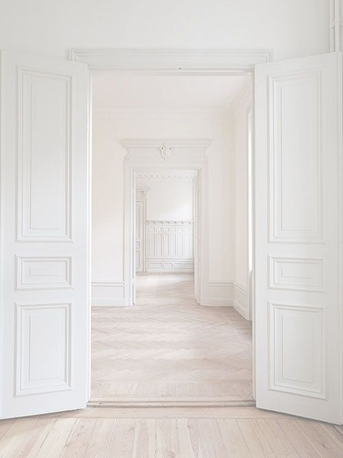 Love this lovely white space.  Love the panelling - love thinking about what I could create with a black canvas like this - high ceilings too - did I mentioned I love it!