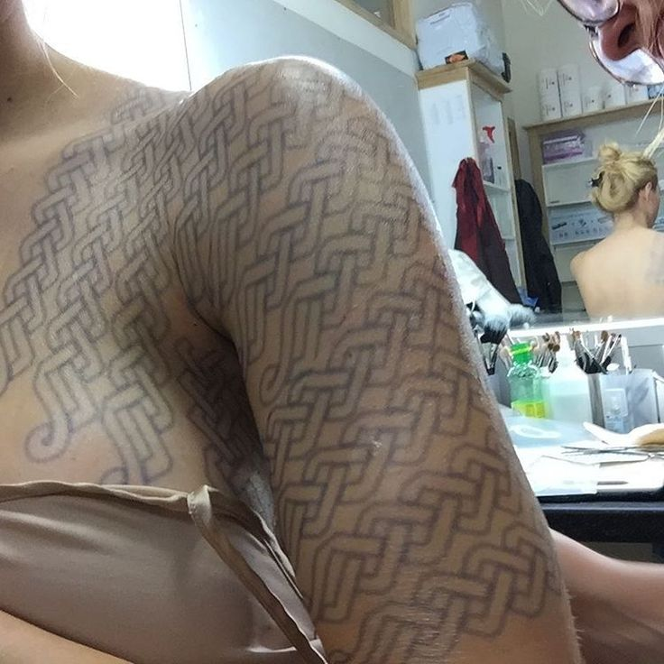 "69.8 k mentions J'aime, 549 commentaires - Katheryn Winnick (@katherynwinnick) sur Instagram: ""My new ink.. #Lagertha #Vikings"""