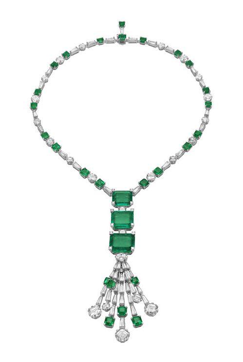 Bulgari collier in oro bianco con 3 smeraldi grandi, vari altri e diamanti tondi e trapezio