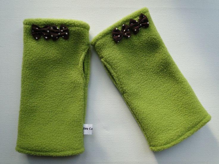 Mitaines femme ou ados vert anis en polaire avec deux noeuds marron Taille L : Mitaines, gants par bleu-capucine