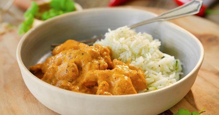 Oppskrift på en krydret, rask og god thairett med red curry paste, fersk ingefær, hvitløk, kokosmelk og mange andre gode smaker. Deilig asiatisk middag til hele familien.