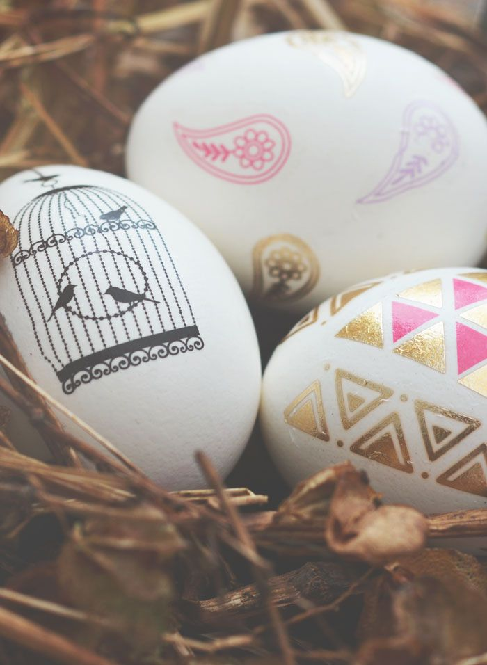 It's not that far away until Easter and every year with Easter I have the idea to paint eggs or just make them beautiful. I saw you can use calligraphy on eggs, so that's how I came up with the idea to not use texts but images on eggs and so I found out the: Easter Tattoo Eggs!