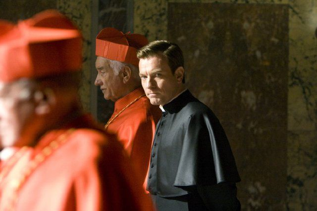 Film: Angels & Demons   --Still of Armin Mueller-Stahl and Ewan McGregor in Angels & Demons (2009)