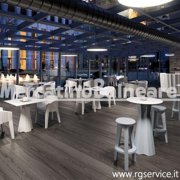 Frozen stool, sgabello in polietilene - Mercatino Balneare Sgabello da bar adatto sia all'indoor che all'outdoor. Può essere accostato a tavoli alti e banconi bar. Solido e funzionale, risulta essere una seduta comoda, esteticamente versatile e facile da spostare. Disponibile in diversi colori, quali: bianco, sabbia, cenere, golden rust, blu notte, verde salvia e nero perla. Dimensioni: 39 x 38 x H 74 cm Trasporto escluso. Iva esclusa. Per maggiori informazioni,