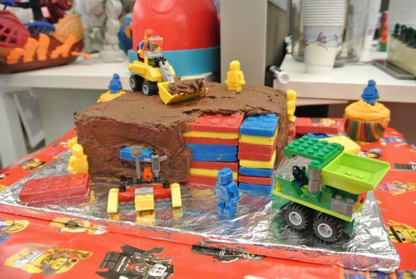 LEGO-cake-construction