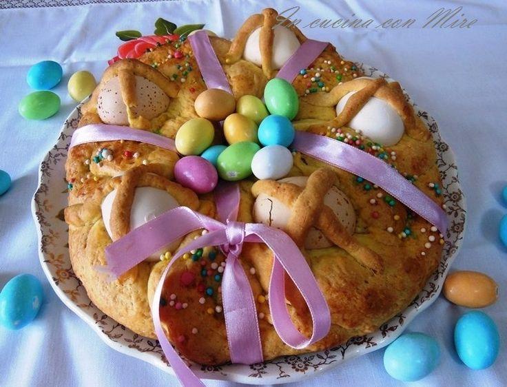 La Treccia Pasquale non può mancare sulla tavola di Pasqua, è proprio affascinante con le sue codine colorate e le uova incastonate.