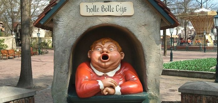 Bonnie wil wel weer een keertje naar de Efteling, omdat het al zo lang geleden is. Maar kun je eigenlijk wel in de achtbaan als je grote borsten hebt?