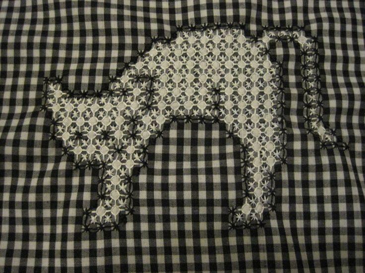 Chicken Scratch Cat pattern found here free: http://www.nordicneedle.com/free/FREE03_26_chicken_scratch_cat.pdf