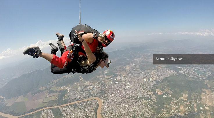 Paracaidismo en Colombia, una experiencia de adrenalina pura. ¡Reserva tu salto ya!