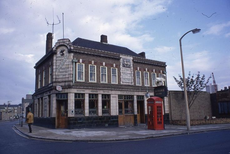 White Horse public house Poplar High Street, 1971 Since demolished but the remarkable C18th sign remains