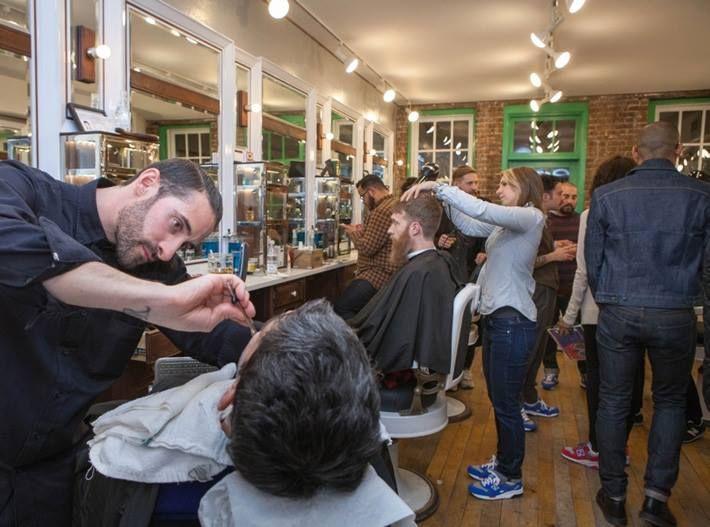 """New Balance ha appena presentato il nuovo """"Barbershop Pack"""" spring summer 2014 e lo ha fatto proprio in uno di quei negozi da barbiere tradizionali una volta, il """"Fellow Barber"""" di New York.   #newbalance #barbershop #newyork #NY"""