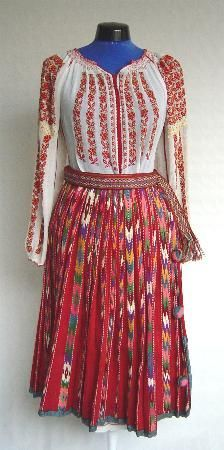 Women's costume from county of Dolj