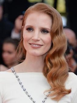 Naast de jurken en de heren verdienen ook de kapsels (en make-uplooks) van het Cannes Film Festival een e...