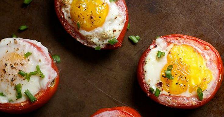 Rajčata zapékaná s vajíčky a bylinkami