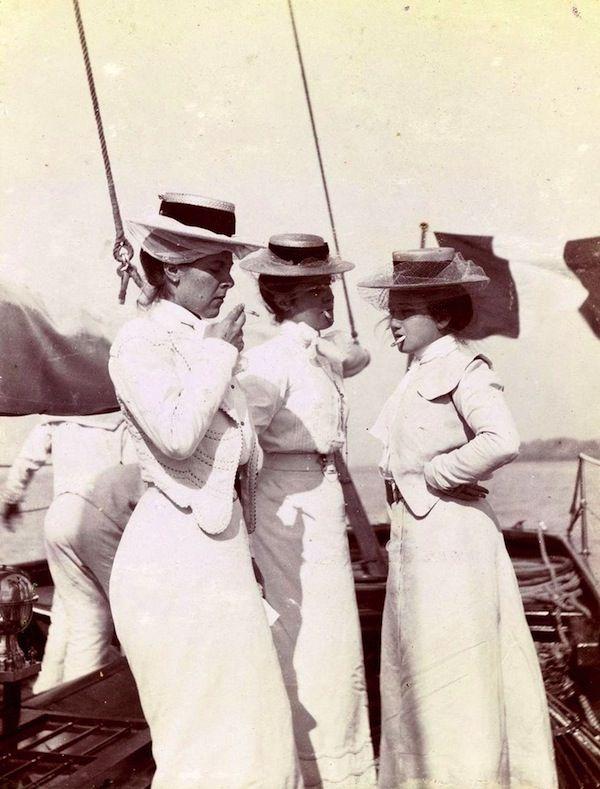 #Edwardian ladies enjoying a smoke...long before the flappers of the Roaring Twenties.