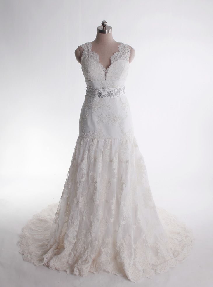 V-neck trumpet/mermaid lace bridal gown