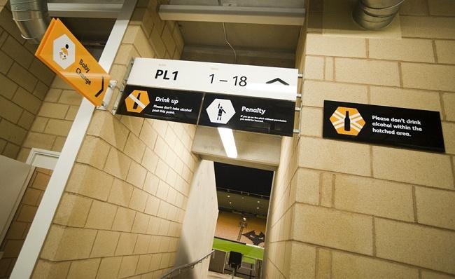 Wolverhampton reformula seu estádio graficamente, design, sinalização, signage, futebol, football, soccer, stadium