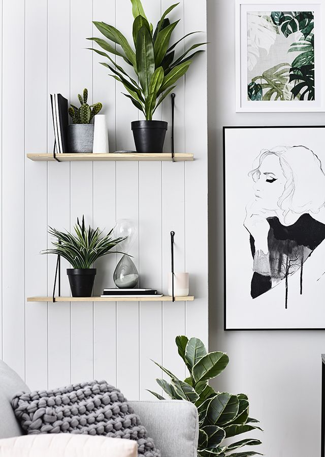 Decoración blanco y verde Láminas y plantas Strak zwart-wit urban jungle interieur met grafische prints // via The Design Chaser